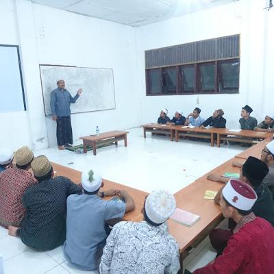 P.alt Dr. Tgk Muhammad Aminullah, MA Isi Bimbingan Pra Risalah Mahasantri Semester Akhir