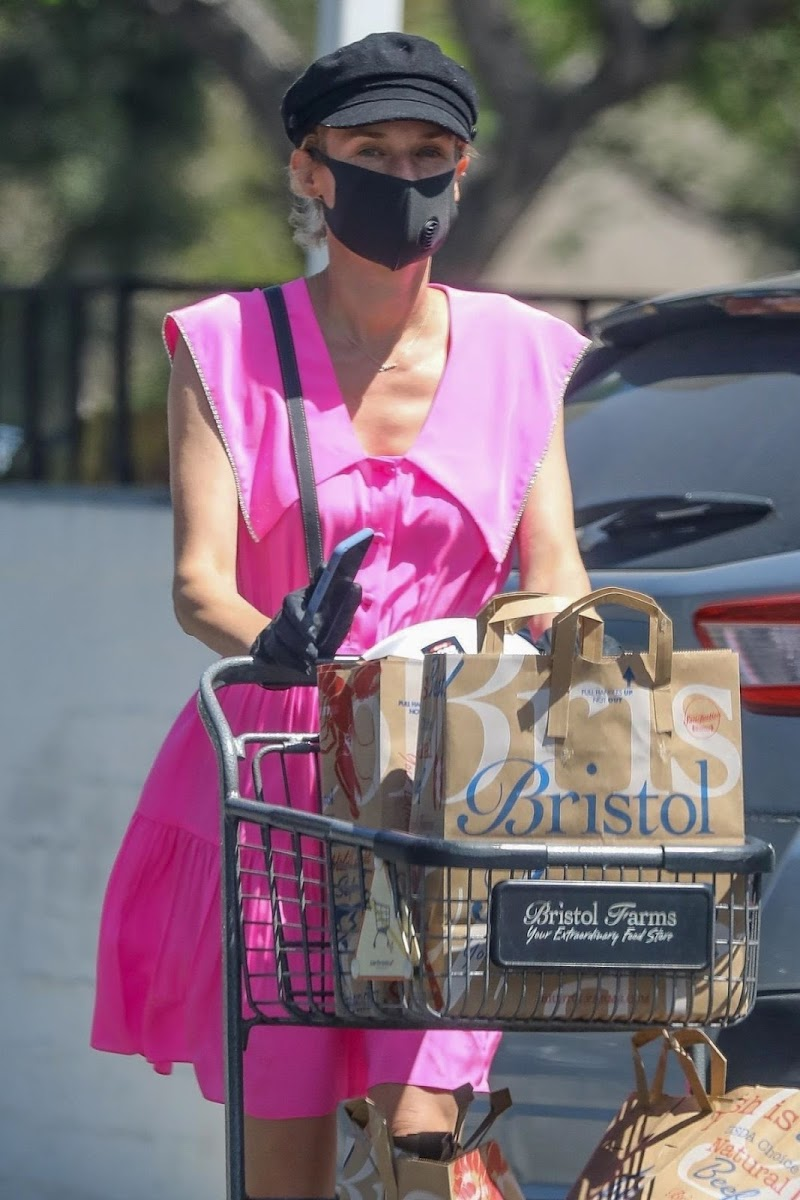 Diane Kruger ClcikedWhile Shopping at Bristol Farms in Beverly Hills 6 May -2020