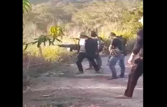 Video: Sicarios del Cártel de Sinaloa siendo disque entrenando, la realidad tiran balas a lo puro zonzo revotando por el poder de los rifles