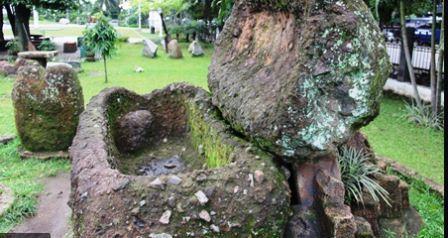 Benda Zaman Megalitikum Yang Memiliki Fungsi Sebagai Benda Untuk Pemakaman Jenazah Adalah