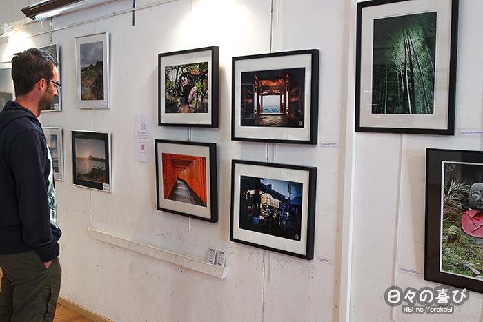 exposition photo tableaux sur le mur