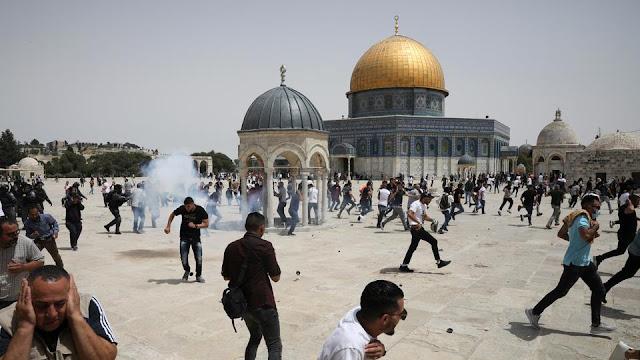 Pasukan Israel Menyerang Warga Palestina di Al Aqsa Beberapa Jam setelah Gencatan Senjata