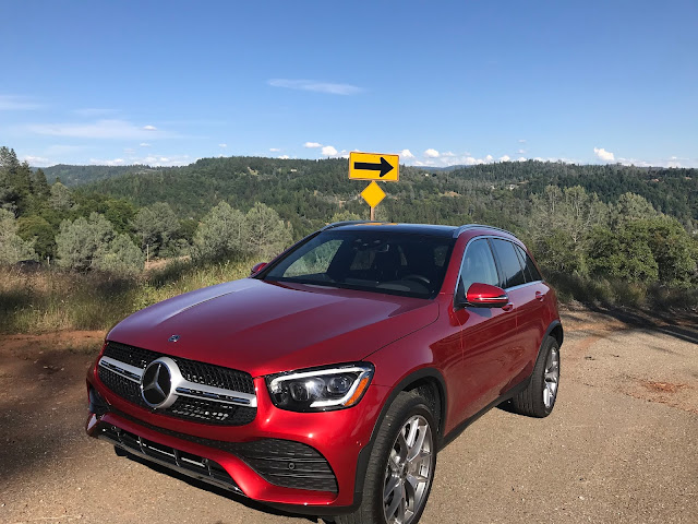 Front 3/4 view of 2020 Mercedes-Benz GLC 300 4MATIC