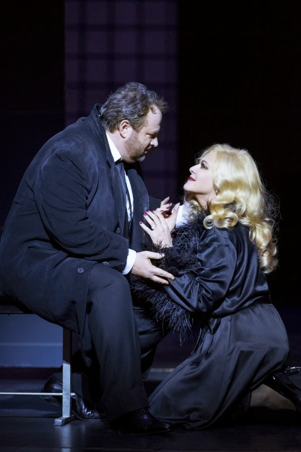 Gwynne Hughes Jones, Chiara Taigi in Welsh National Opera's Manon Lescaut - photo Johan Perssonj