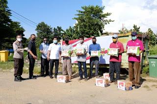 Alumni Akpol 93 Pesat Gatra Polda Sulsel Berbagi ke Masyarakat Terdampak Covid-19