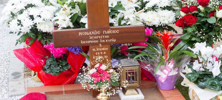Ουρές πιστών στον τάφο του Αγίου Παΐσιου  από όλη τη χώρα [Βίντεο]