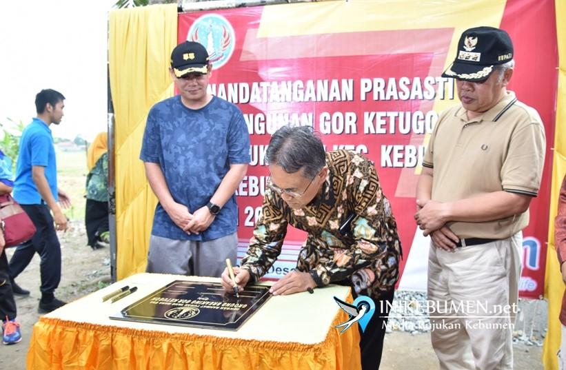 Gus Yazid dan Rektor UGM Yogyakarta Letakan Batu Pertama Pembangunan GOR Ketugon
