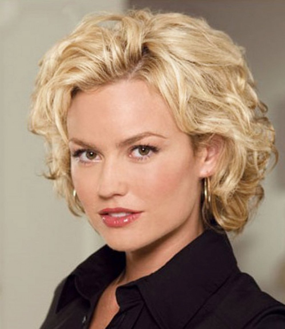 50 pretty short wavy hairstyles for women | hairstylo