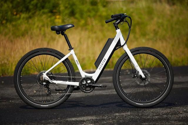 paso a través de la bicicleta eléctrica