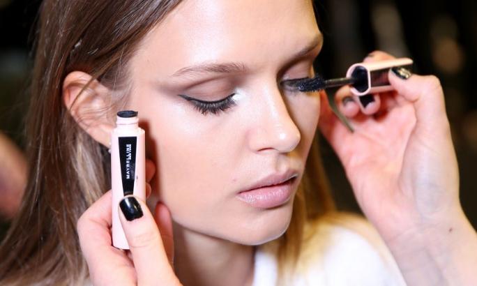 Jangan pakai make up saat Anda berjerawat