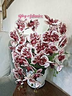 Dekorasi Ruang Tamu | Gubahan Orkid Latex penambah seri di ruang tamu