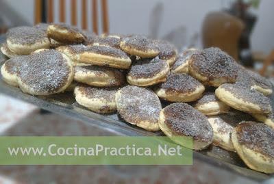 Tortitas Negras servidas en una fuente