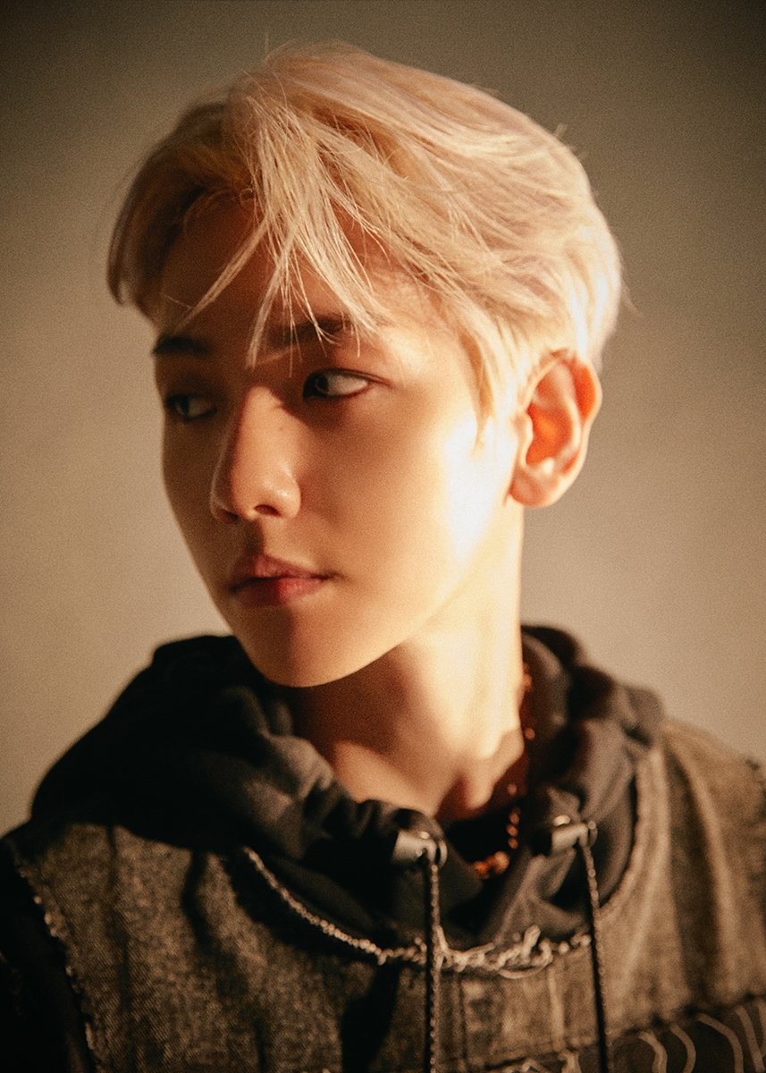 EXO's Baekhyun Show His Cool Style on 'OBSESSION' Teaser