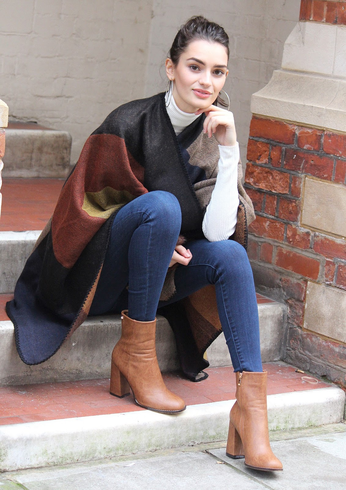 peexo fashion blogger wearing cape in winter