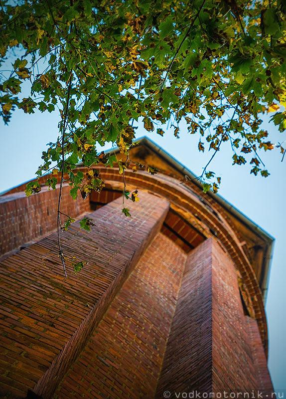 Действующая водонапорная башня в Домново