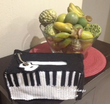 free crochet tissue box cover, free crochet piano tissue box cover, free crochet guitar motif, Indian polyester purse yarn, Black and white crochet patterns, free crochet home use pattern, free crochet patterns,