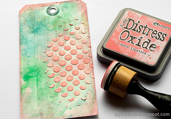 Layers of ink - Pink Penguin Tag Tutorial by Anna-Karin Evaldsson. Ink the dots.