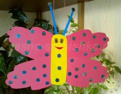 Бабочка из детских ладошек.