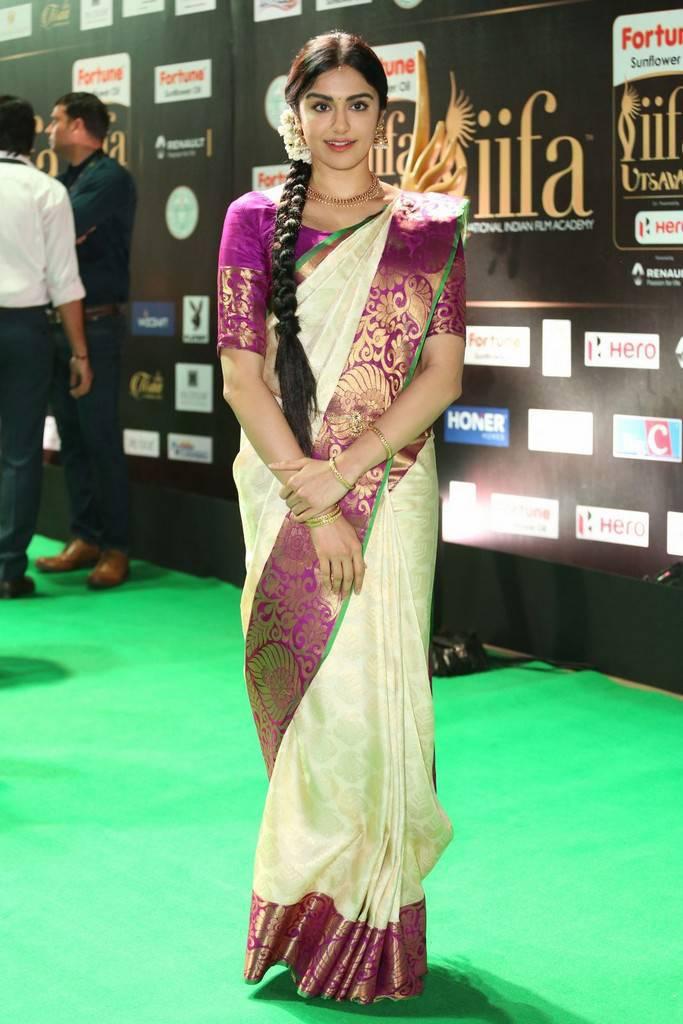 Telugu Actress Adah Sharma At IIFA Awards 2017 In White Saree