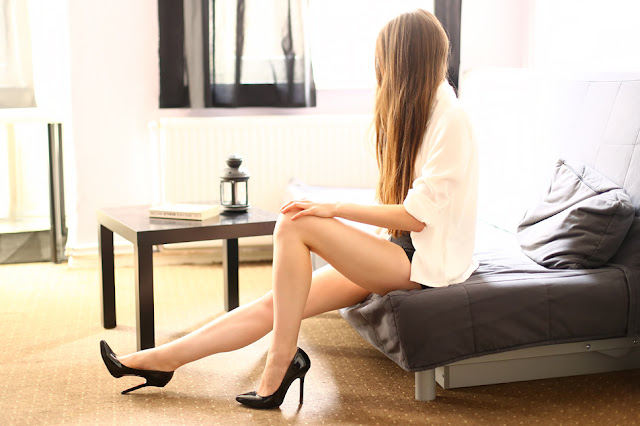 legs girl poland black heels