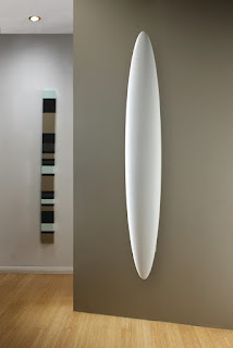 Blade surfboard shaped vertical radiator