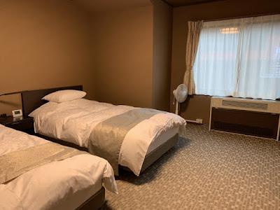 和洋室のベッド