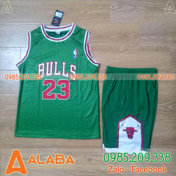 Áo bóng rổ trẻ em Bulls màu xanh xá cây