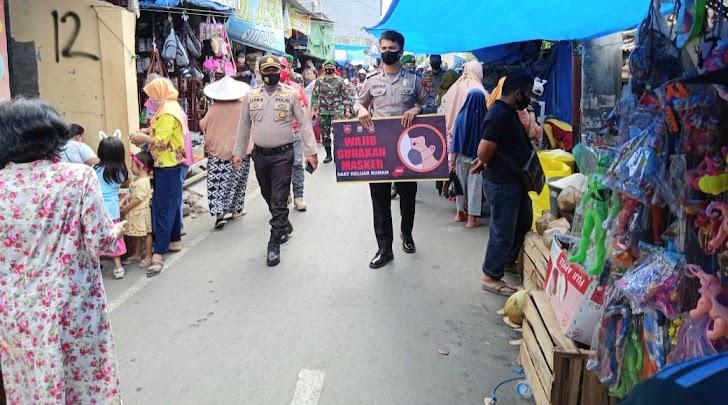 Gelombang Aksi Menolak UU Omnibuslaw Ditengah Operasi Yustisi, Aktivitas Masyarakat di Pasar Lette Makassar Berjalan Normal