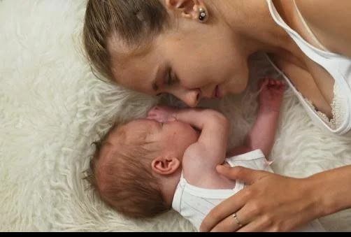 मां को लगा जन्म लेते ही हो गई है बच्चे की मौत, 30 साल बाद ऐसे हुई मुलाकात
