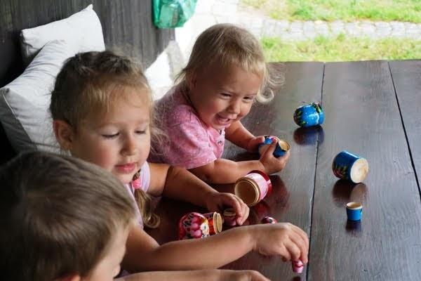 wspólna zabawa dzieci