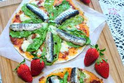 Sardines Arugula Pizza