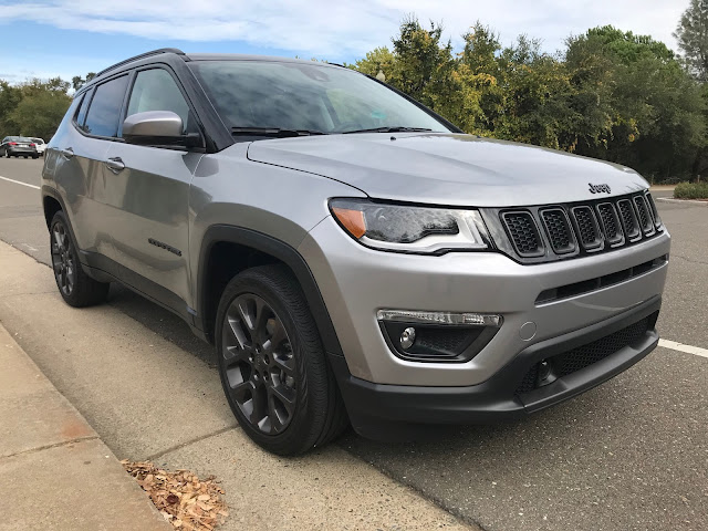 Front 3/4 view of 2019 Jeep Compass Limited High Altitude 4X4