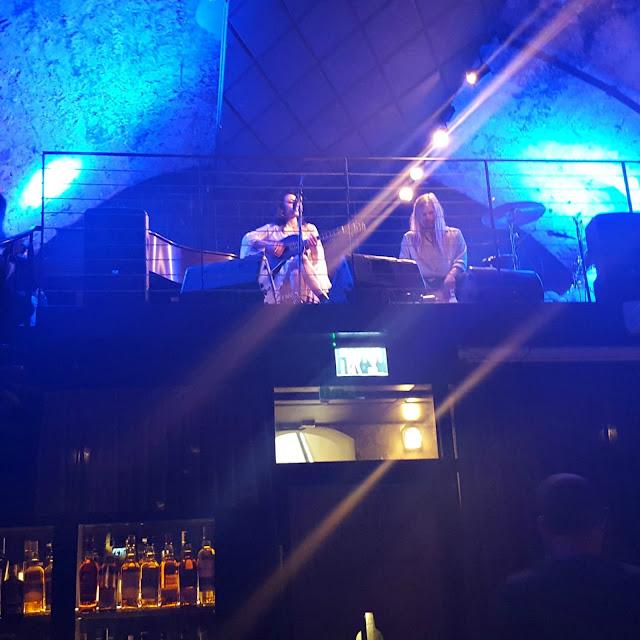 נינט טייב בהופעה בהשקה של ה.שטרן בווסקי בר ומוזיאון בשרונה תל אביב