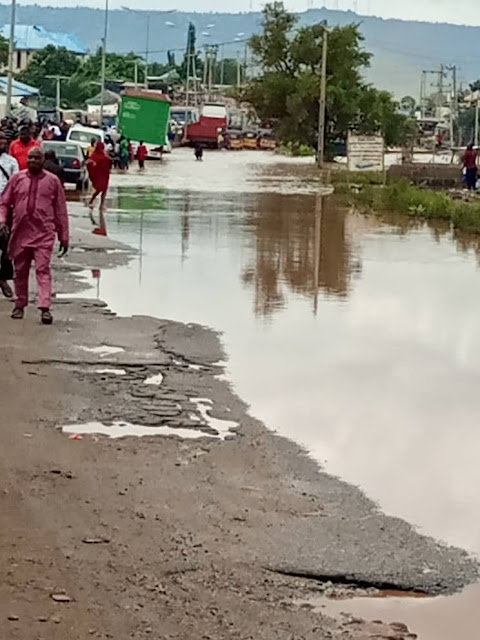 Hundreds Of Motorists, Commuters Stranded As Flood Takes Over Major Roads In Lokoja (Photos)