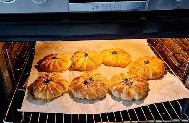 bánh mì nhân sữa dừa sau khi được nướng xong sé như này