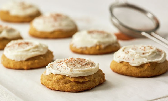 Apple Cookies with Cinnamon Cream Cheese Frosting #cookies #recipes