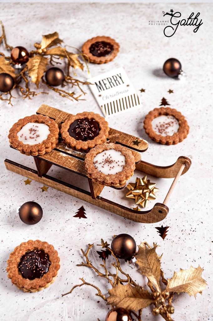 okragle-ciastka-z-czekolada
