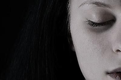 20 Kata Kata Setengah Muka+Foto yang Keren dan Ngena Di Hati