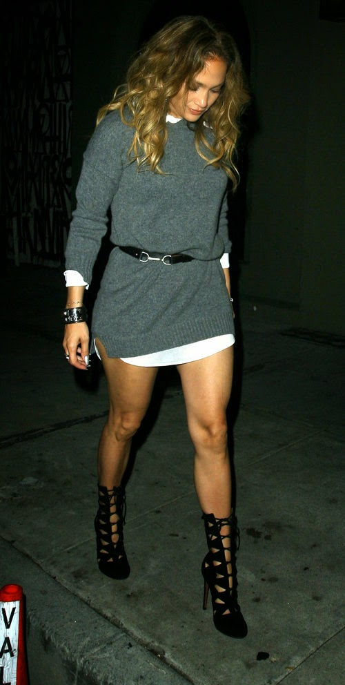 Without Pants: Jennifer Lopez confident in sweater look