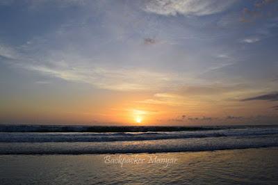 Pesona sunset di Pantai Kayu Putih - Backpacker Manyar