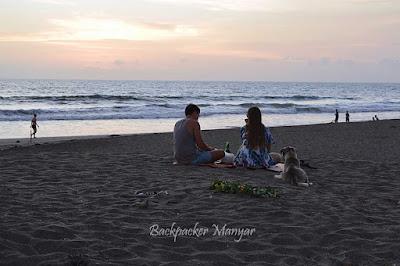 Pantai Kayu Putih yang tenang untuk dinikmati berdua