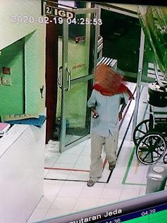 Foto rekaman CCTV maling beraksi
