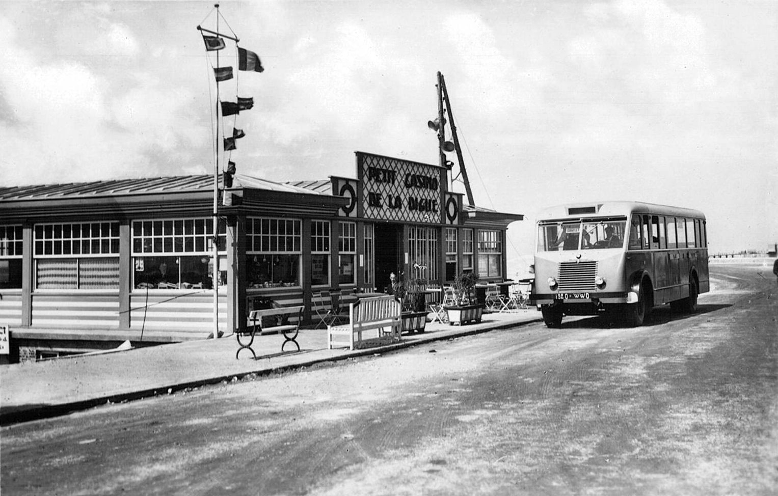 Bus Paris Calais Transpress Nz Renault Bus At Calais France 1950s