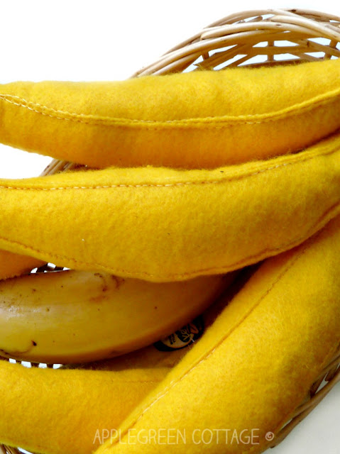 Beginner sewing: how to sew felt bananas. Crazy cute and fun to make!