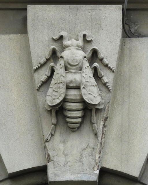Heraldic bee, Palazzo San Francesco, Largo del Duomo, Livorno