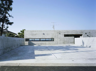 2.  Slash House oleh Apollo Architects and Associates