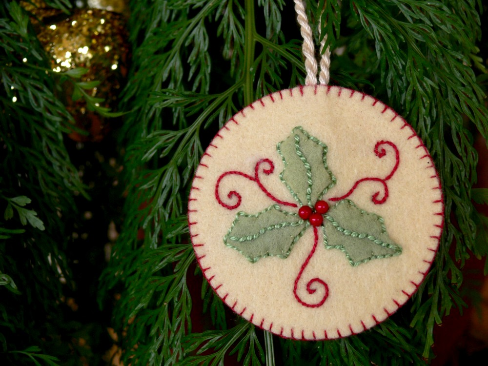 Journey Of A Stitcher: Holly Christmas