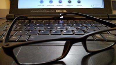 Simpanlah kacamata baca di tempat yang mudah dilihat.