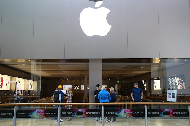 Apple fecha lojas
