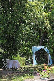 Table Arch & Signing dans le jardin, Tobago